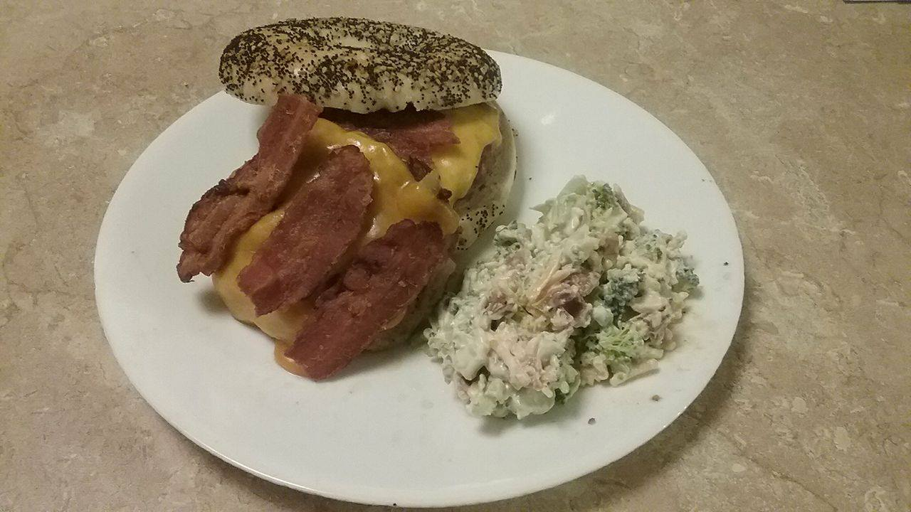 BBQ Bacon Cheeseburgers with Tasty Tama's Homemade Broccoli Salad